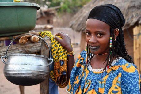transafrica-articolo-costa-davorio-festival-tessuti-donna-pentola