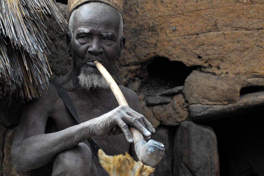 viaggi-in-africa-benin-transafrica-uomo-strumento