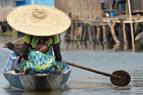 transafrica-articolo-togo-benin-terra-magia-donna-barca